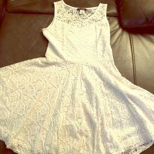Dresses & Skirts - Beautiful White lace summer dress 👗